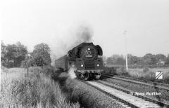 """<p style=""""text-align:center"""">01 1512 mit P 3222 nach Wittenberg in der Nähe von Güsten, August 1982 <br><br>Foto: Jens Ruttke</p>"""