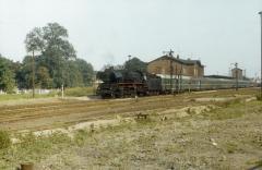 """<p style=""""text-align:center"""">41 1132 in Haldensleben mit P6454 nach Oebisfelde im August 1980   <br><br>Foto: Jens Ruttke</p>"""