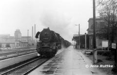 """<p style=""""text-align:center""""> 41 1033 mit Güterzug nach Stendal in Gardelegen am 19.03.1983   <br><br>Foto: Jens Ruttke</p>"""