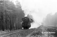 """<p style=""""text-align:center""""> 41 1079 bei Haldensleben mit Güterzug nach Oebisfelde am 14.02.1982   <br><br>Foto: Jens Ruttke</p>"""