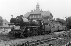 """<p style=""""text-align:center"""">Abschied von der Baureihe 41 im Bw Güsten Mai 1988 <br><br>Foto: Jens Ruttke</p>"""