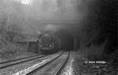 """<p style=""""text-align:center"""">41 1231 im Blankenheimer Tunnel mit P3223 nach Sangerhausen im Mai 1988 F<br><br>Foto: Jens Ruttke</p>"""