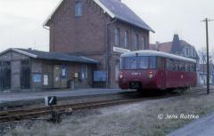 "<p style=""text-align:center""> 171 028 in Apenburg als T 15406 Kalbe-Beetzendorf am 07.03.1991 Foto: Jens Ruttke"
