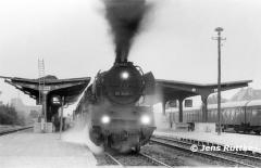 """<p style=""""text-align:center"""">50 3535 in Salzwedel vor D 936 nach Stendal am 30.08.1981   <br><br>Foto: Jens Ruttke</p>"""