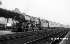 "<p style=""text-align:center"">50 3577 in Stendal vor Personenzug nach Salzwedel im Oktober 1979    <br><br>Foto: Jens Ruttke</p>"