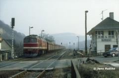 """<p style=""""text-align:center"""">220 274 in Dornburg vor 56579 nach Göschwitz am 20.02.1994 <br><br>Foto: Jens Ruttke</p>"""