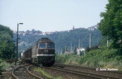 """<p style=""""text-align:center"""">232 025 mit Güterzug nach Camburg in Orlamünde, Juli 1994 <br><br>Foto: Jens Ruttke</p>"""