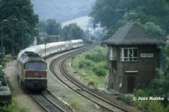 "<p style=""text-align:center"">232 213 in Uhlstädt mit IC nach Nürnberg, August 1994 <br><br>Foto: Jens Ruttke</p>"